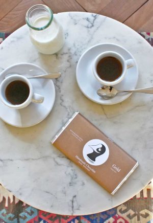 Taucherli Gold Schokolade auf Kaffee-Tisch